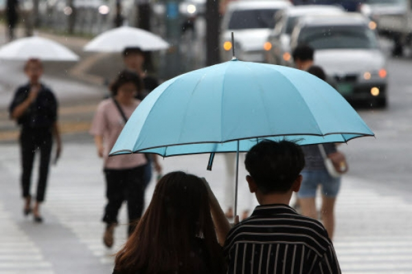 [Weather] Sporadic rain with humidity expected