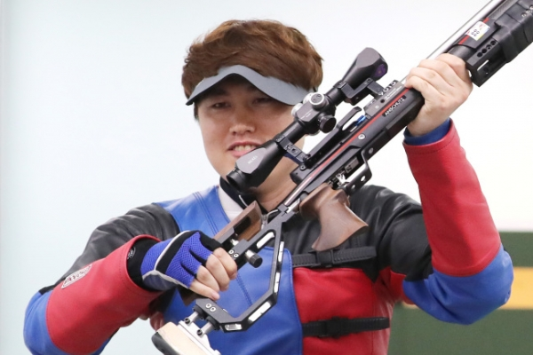Shooter Jeong You-jin wins 10m running target gold at Asian Games