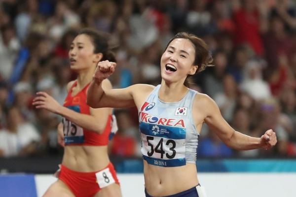 Korea's Jung Hye-lim wins gold in women's 100m hurdles