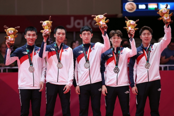Korea takes team silver in men's table