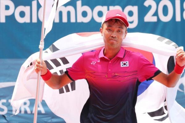 Korea's Kim Jin-woong wins gold in men's soft tennis singles