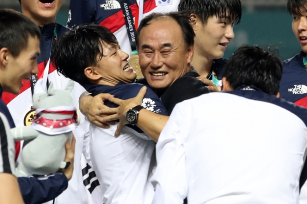 S. Korean football coach says gold medal victory made by players