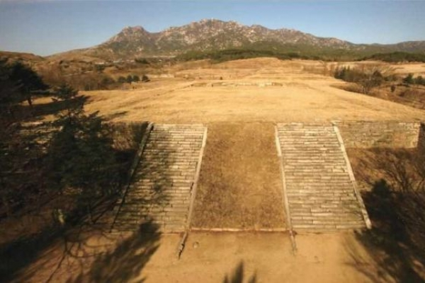 Koreas to resume joint dig of Kaesong palace site