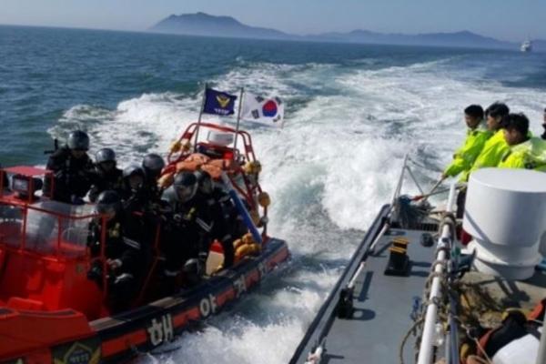 Korean military keeps monitoring China's installation of buoys: ministry