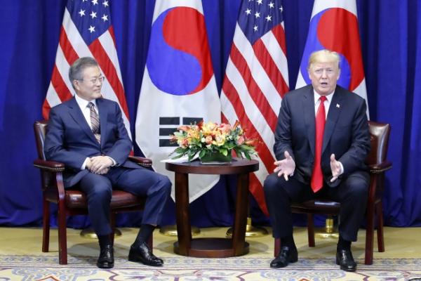 Moon, Trump discuss 'corresponding measures' for NK denucelarization