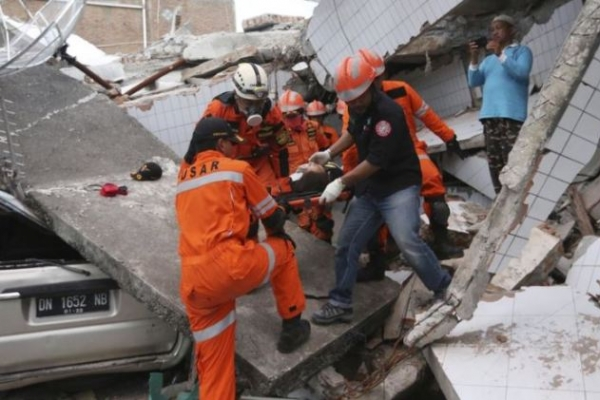 [Newsmaker] Over 800 dead in Indonesia quake and tsunami; toll may rise