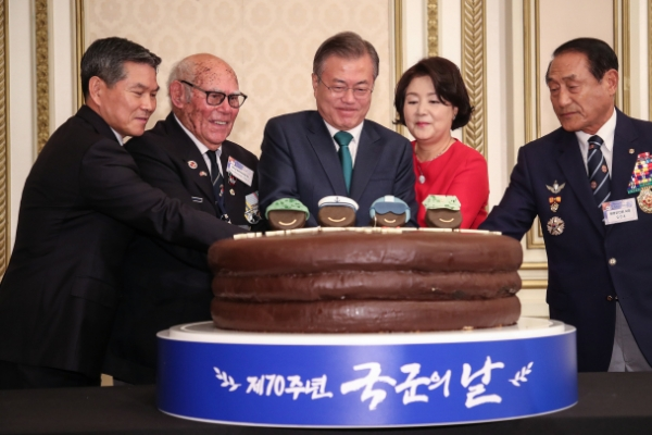 [Newsmaker] Moon stresses strong military, US alliance as key to lasting peace