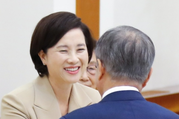 Moon appoints controversial education minister