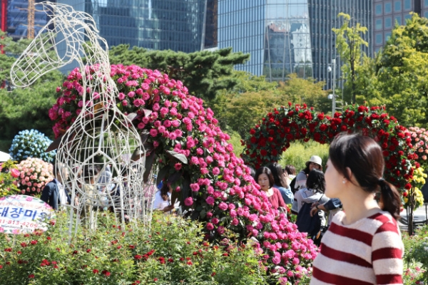 Enjoy city picnic amid flowers, trees at Seoul Garden Show