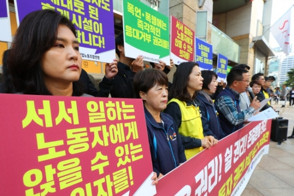 [Newsmaker] Korean service sector workers fight for 'right to sit' at work