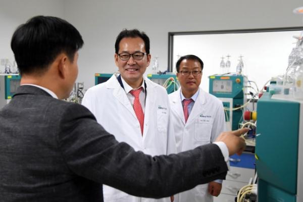 [Photo News] Deputy Finance Minister visits Celltrion headquarters