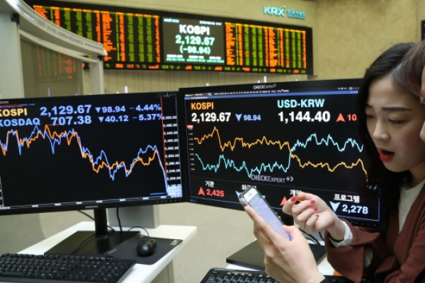 Korean stock markets take largest loss in 7 years on Wall Street plunge