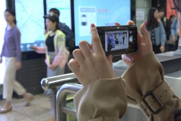 [Video] K-pop ads taking over Seoul subway