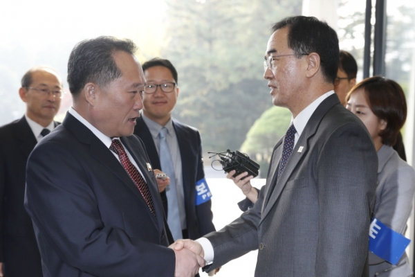 Koreas agree to start railway, road work by Dec.