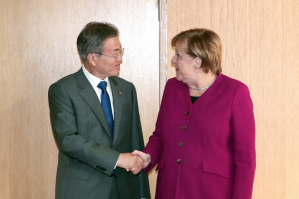 Moon, Merkel hold summit on bilateral ties, North Korea
