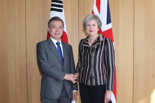 Leaders of Korea, Britain discuss bilateral ties, NK denuclearization