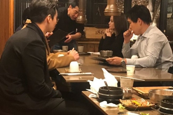 [Exclusive] Angelina Jolie spotted at Korean barbecue restaurant in Seoul