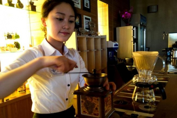 [Newsmaker] Ordinary North Koreans join elite in acquiring taste for coffee