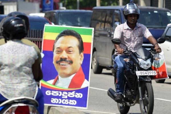 Rajapakse rally gathers as Sri Lanka showdown toughens