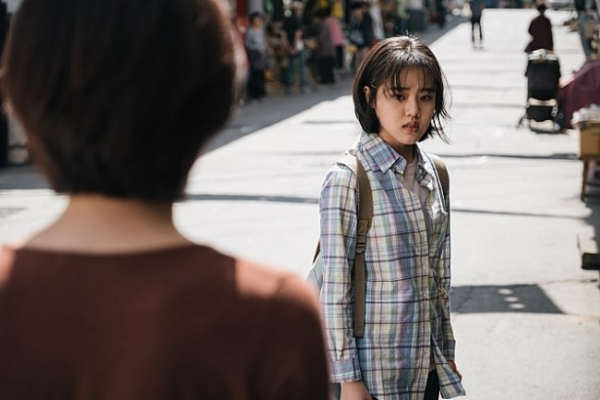 [Herald Review] 'Youngju' a compelling story and gripping performance about hard-hitting issues