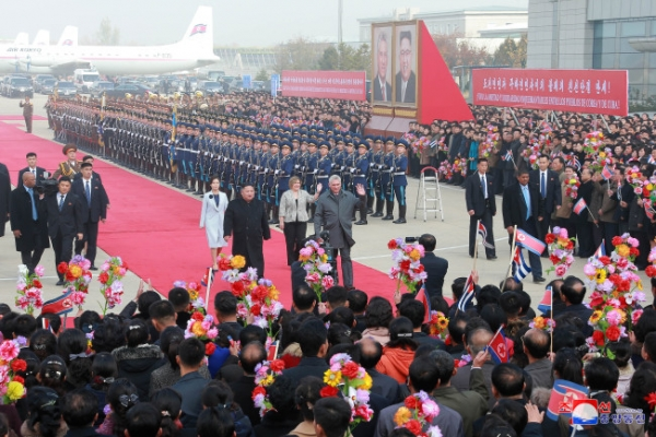 [Newsmaker] Kim Jong-un's portrait start of own personality cult, message to US: experts