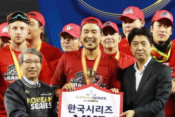 Korean Series MVP flaunts flair for dramatic