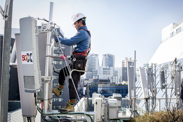 SK Telecom unveils first commercial 5G base station in Myeong-dong
