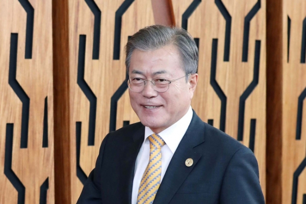 Moon stays away from NK sanctions relief at ASEAN, APEC meetings