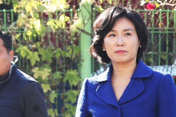 [Newsmaker] Police: Gyeonggi governor's wife owner of Twitter account that attacked rivals