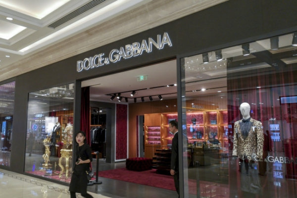 [Newsmaker] Dolce&Gabbana accused of insulting China; blames hackers