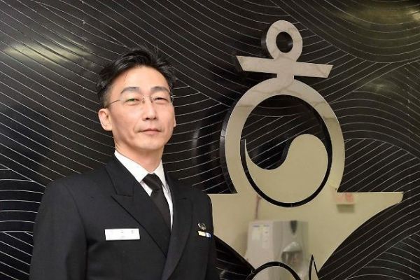 Surgeon Lee Cook-jong to become honorary naval commander