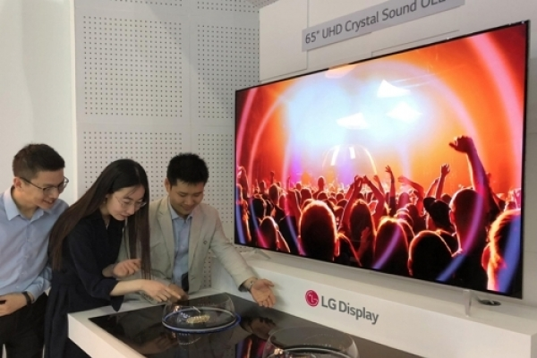 LG Display promotes OLED tech in Japan