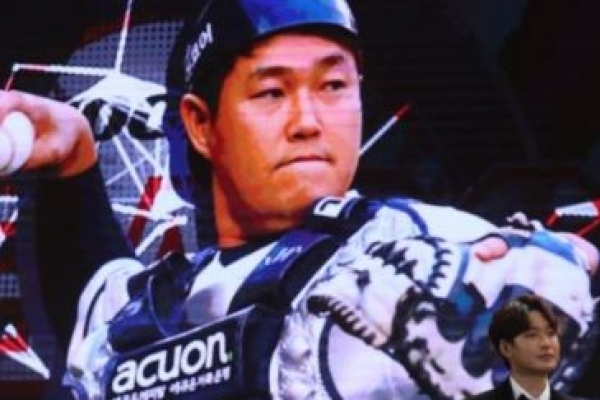 All-Star catcher signs mega free agent deal with new club