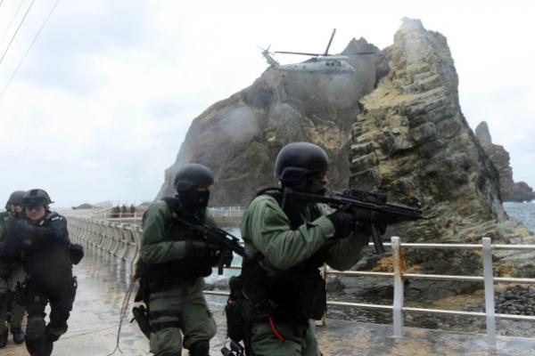 Korea's military holds Dokdo defense drills