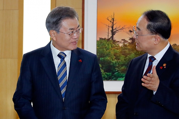 Moon set to hold 1st extended meeting of economy-related ministers