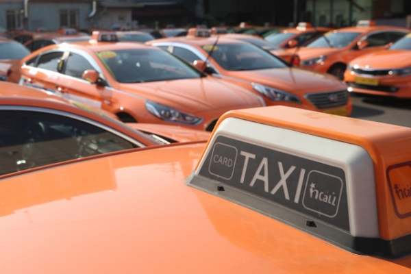 Car-sharing services offer discounts amid taxi protest