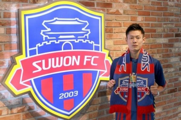S. Korean football club Suwon sign N. Korean international An Byong-jun