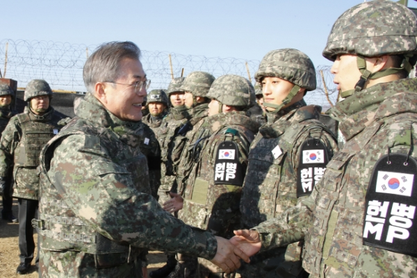 [Newsmaker] President Moon makes surprise visit to military camp
