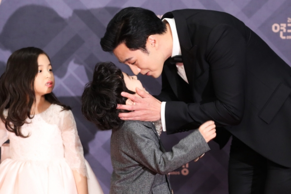 So Ji-sub wins top prize at MBC Drama Awards