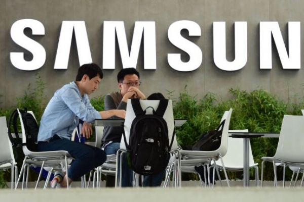 Samsung 4Q profit suffers from declining chip sales