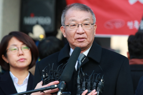 Former Supreme Court chief appears before prosecutors in power abuse probe