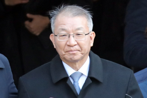 [Newsmaker] Ex-Supreme Court chief hires another lawyer in preparation for legal battle