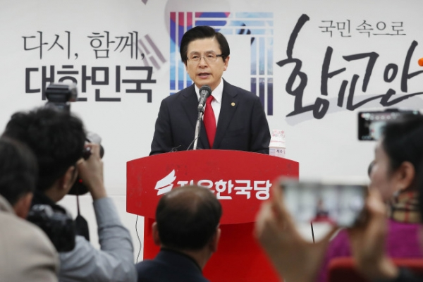 Ex-Prime Minister Hwang declares bid for opposition leadership
