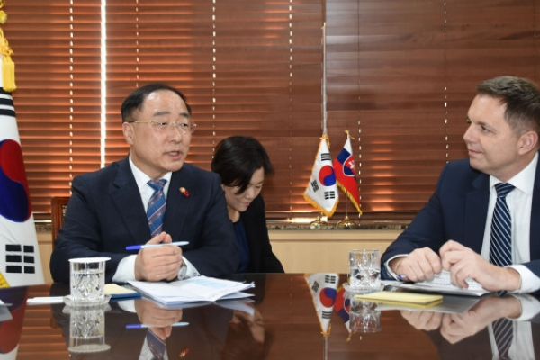 Slovakia calls for cooperation with Korea on eco-friendly cars