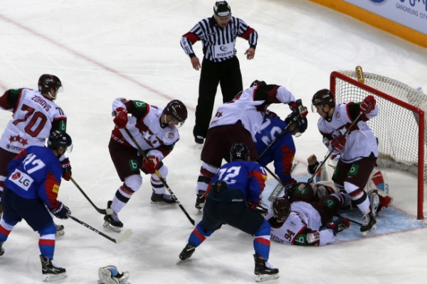 Host S. Korea falls to Latvia to open men's hockey tournament