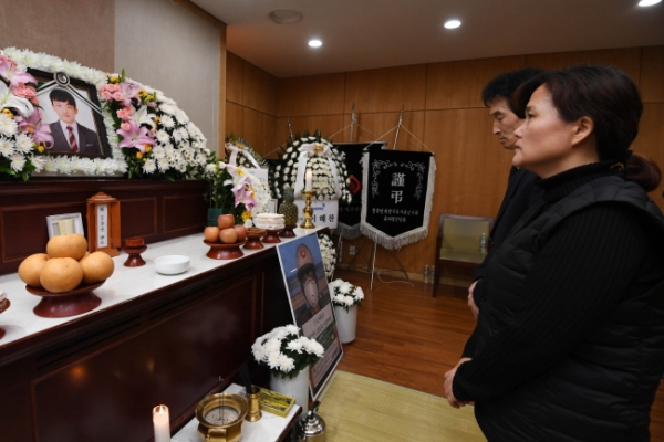 [Video] Contract worker's funeral held two months after death
