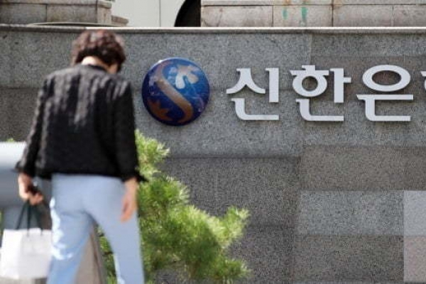 Shinhan Group partners with Toss for internet-only bank foray