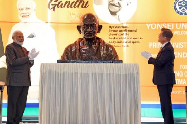 Leaders of S. Korea, India celebrate 150th anniversary of birth of Gandhi