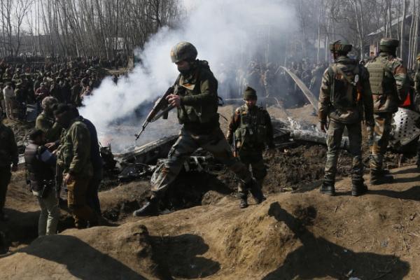 Pakistan says 2 Indian warplanes downed, 2 pilots captured