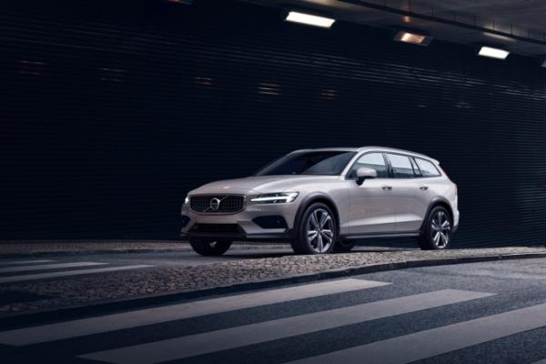 Volvo's V60 Cross Country lands in Korea